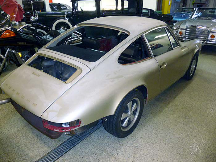 1969-Porsche-911S-Gold-slideshow-004.jpg