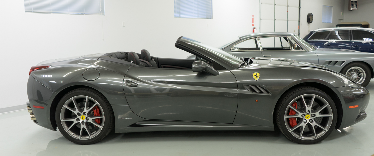 2010-Ferrari-California-Dark-Gray-slideshow-008.jpg