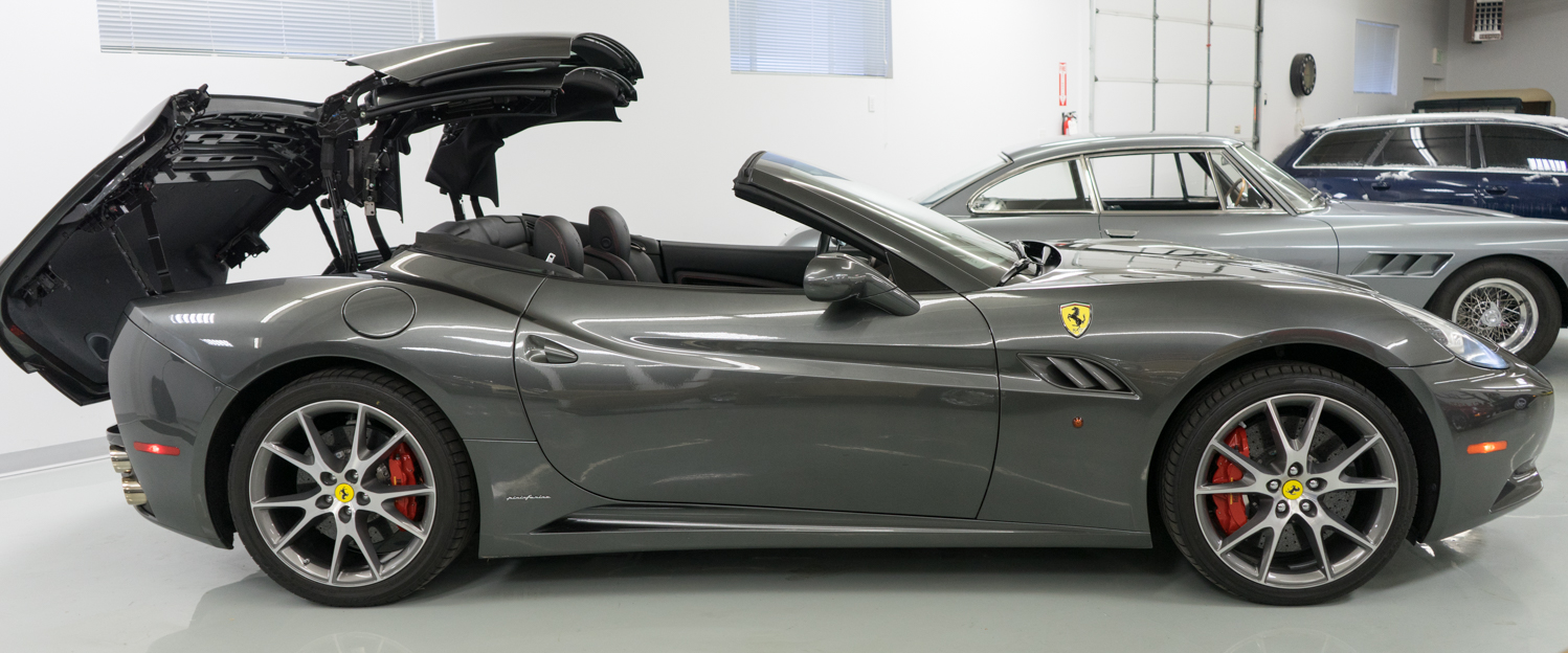 2010-Ferrari-California-Dark-Gray-slideshow-009.jpg